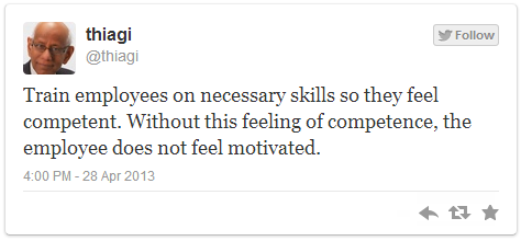 Tweet de Thiagi - Formez les employés sur les aptitudes nécessaires afin qu'ils se sentent compétents. Sans ce sentiment de compétence, les employés ne se sentiront jamais motivés.